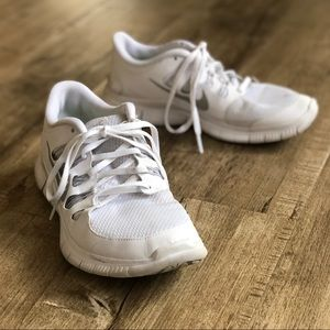 Nike Shoes - Nike Women's Free 5.0+ White & Metallic Silver 9